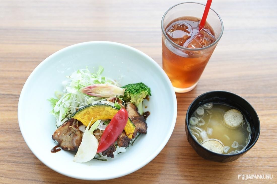 味噌猪蔬菜丼