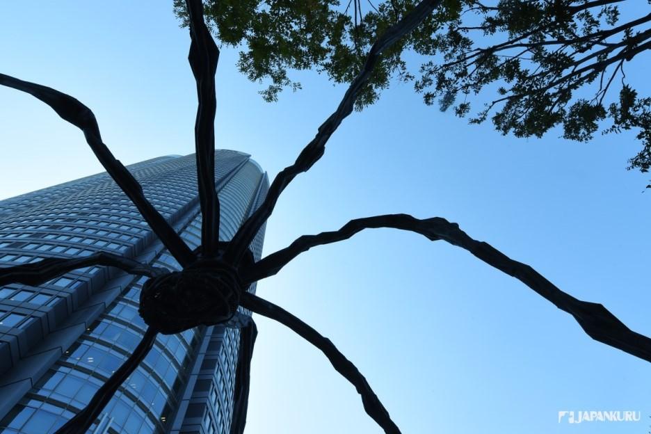 """六本木的着名""""蜘蛛""""铜像"""