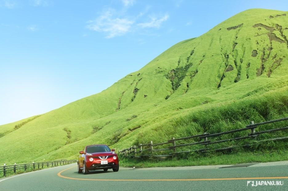 九重連山的曲折盤山路