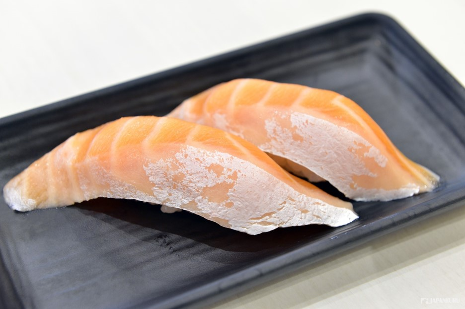 三文魚腩 240日元+TAX