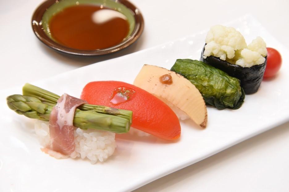 蔬菜等材料做成的健康壽司