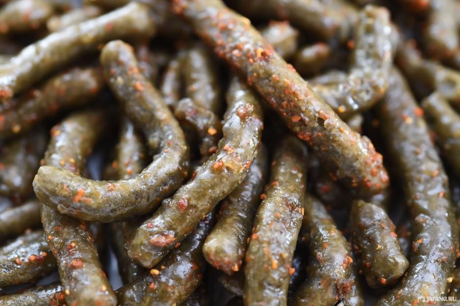 Kinpira-gobo (き ん ぴ ら ご ぼ う) (fried burdock root)