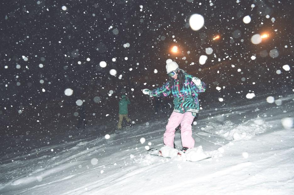 夜间滑雪的魅力