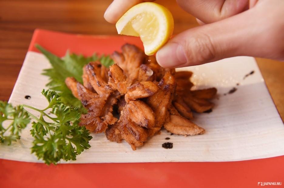 炸黑鮪魚籽(まぐろの卵) 1200日元(含稅)