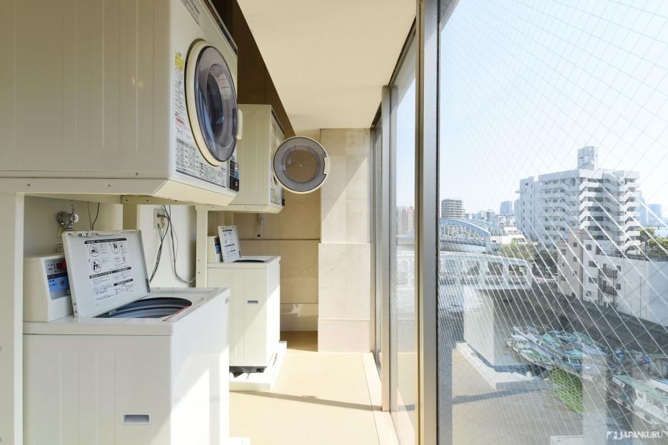 편리한 코인 세탁기 시설