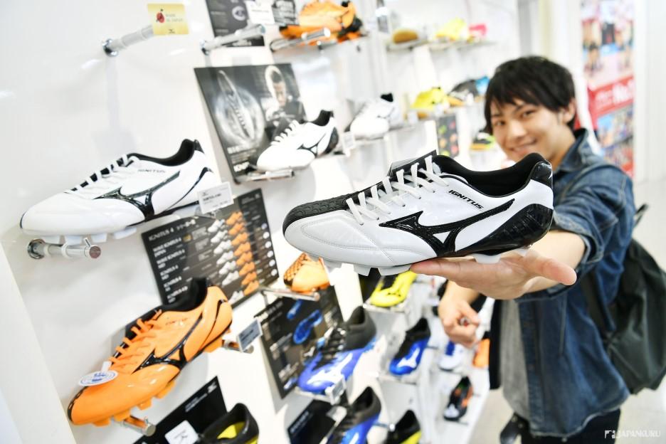 本田圭佑穿的足球鞋!