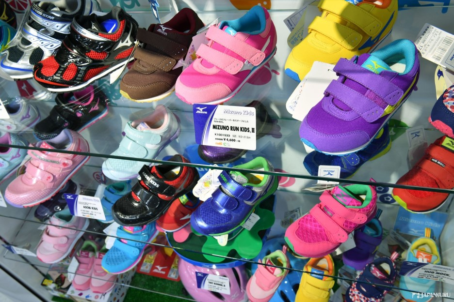 MIZUNO的小朋友專用跑步鞋