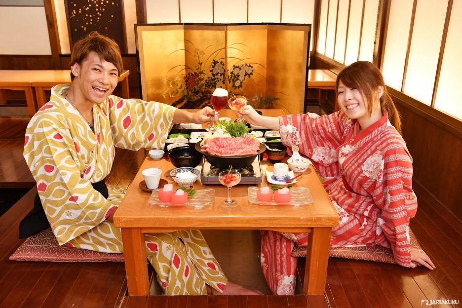 รับประทานอาหารเย็นสไตล์ญี่ปุ่น