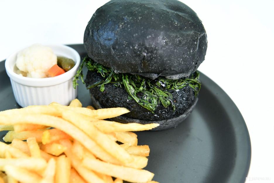 必吃食物02 以龍貓中的小黑炭為主題製作的全黑餐點