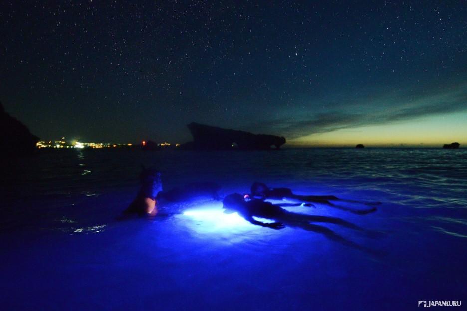 享受從日落到夜晚的夜間治癒系浮潛
