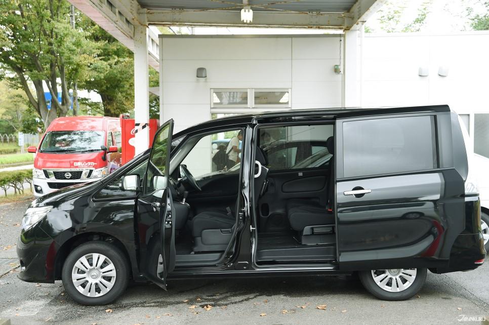 NISSAN SERENA (Mini van familial)
