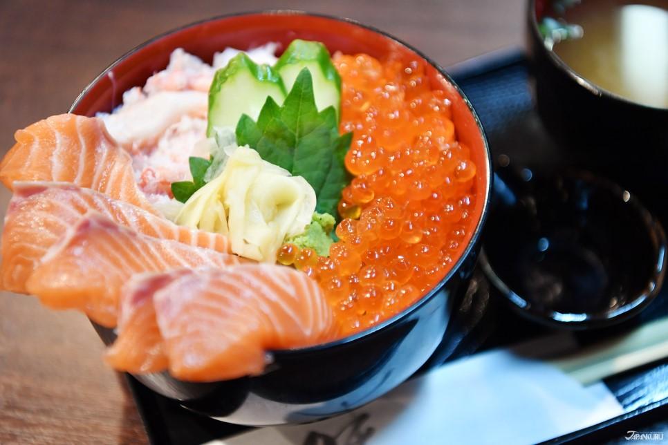 螃蟹三味盖饭(附味噌汤):1,500日元+ TAX