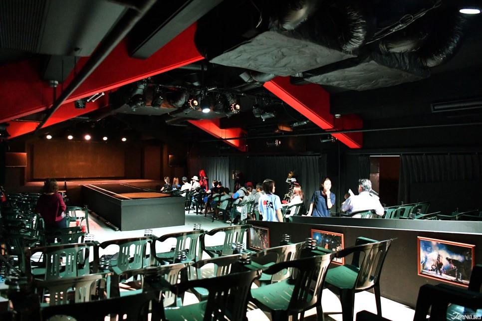 會場中的大型T字型舞台!如此設計,讓演出更加貼近觀眾!