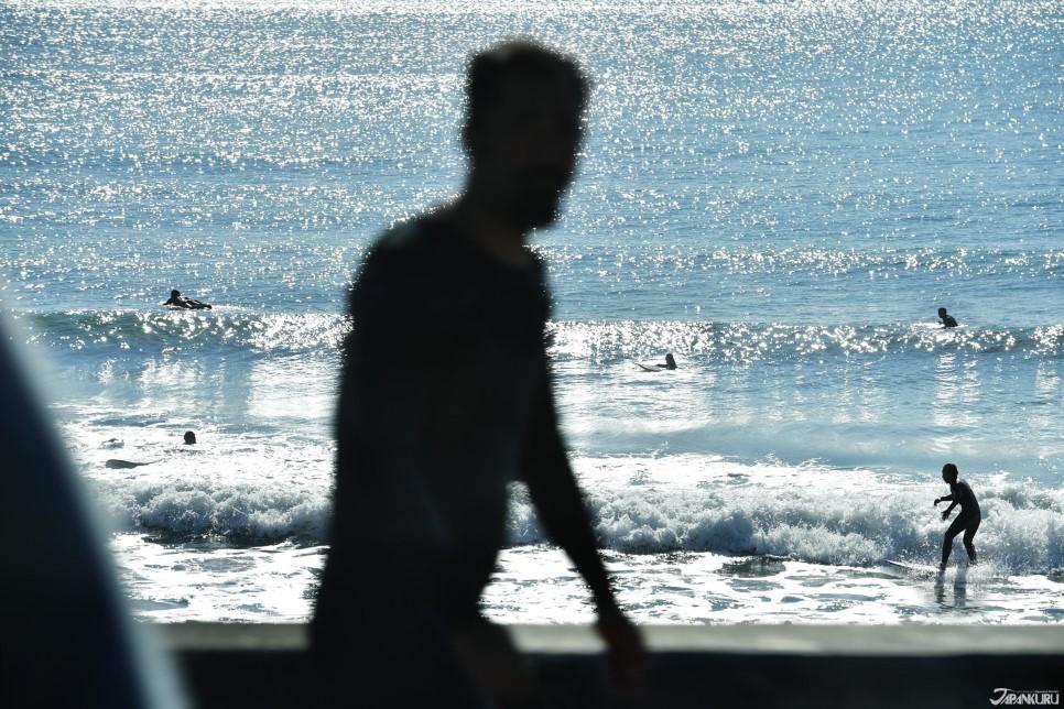 C 衝浪愛好者的由比之濱海灘