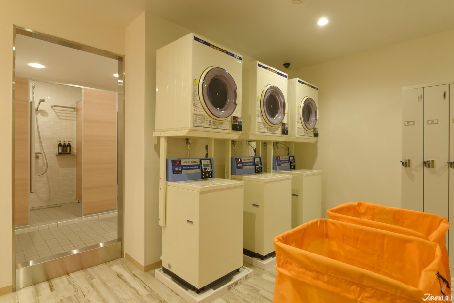 샤워공간에 있는 세탁기(유료)