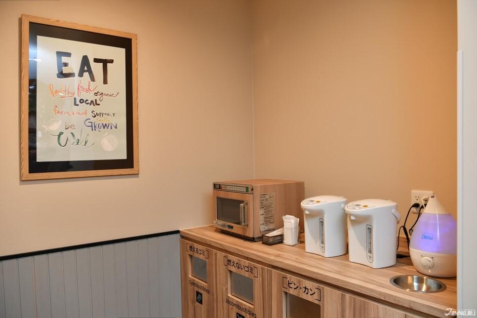 Lounge avec bouilloire, micro-ondes pour vos repas sur le pouce