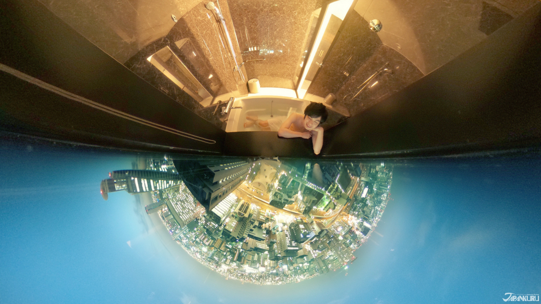 以360度相机拍摄的浴室夜景