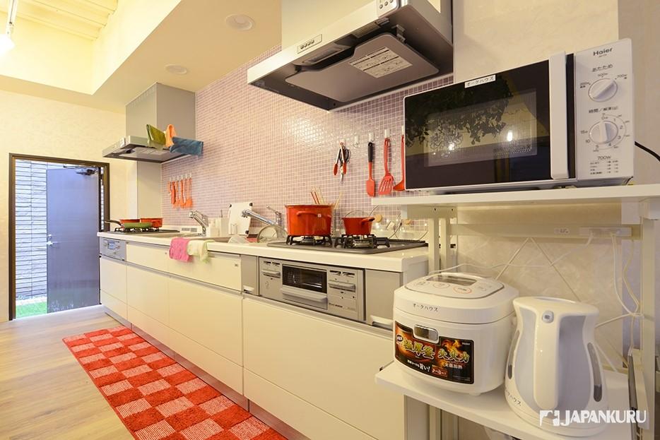 整洁宽敞的公用厨房