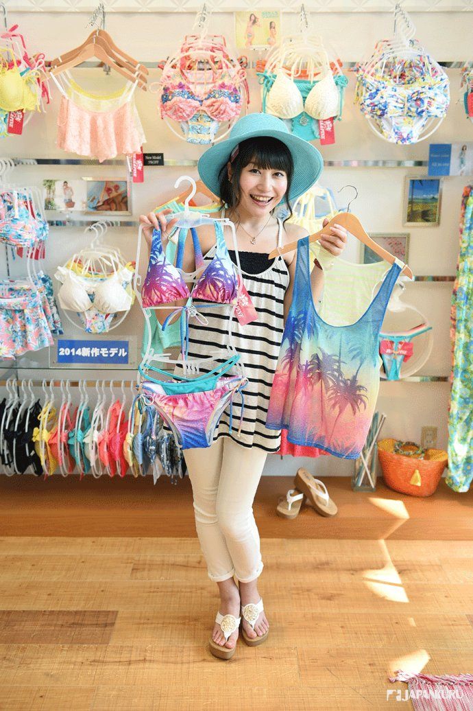 outlet 1F 泳衣專賣店「PEAK&PINE」