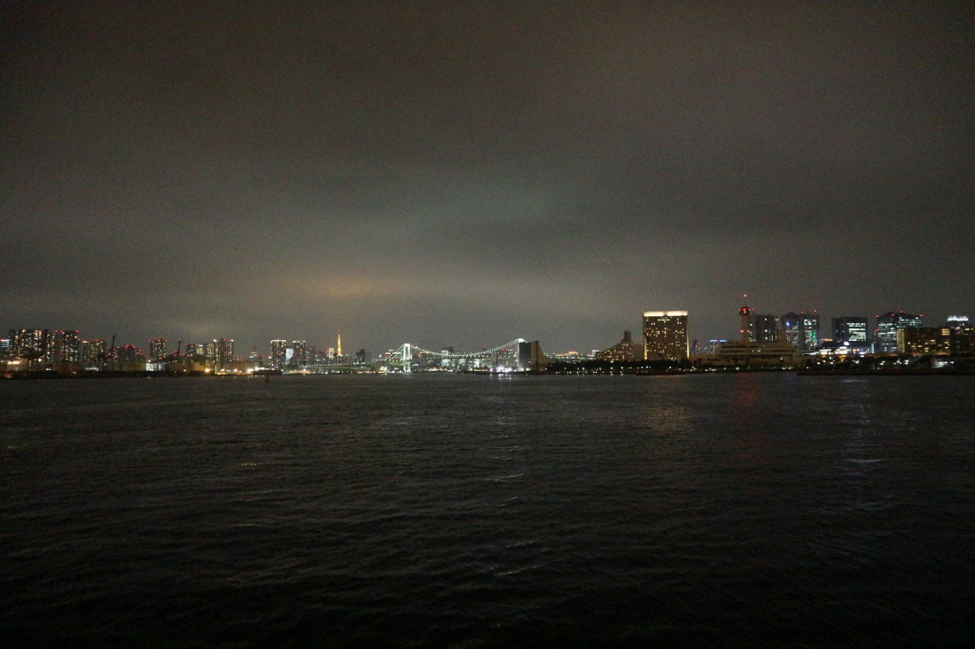 東京漂亮的夜景迎面而來