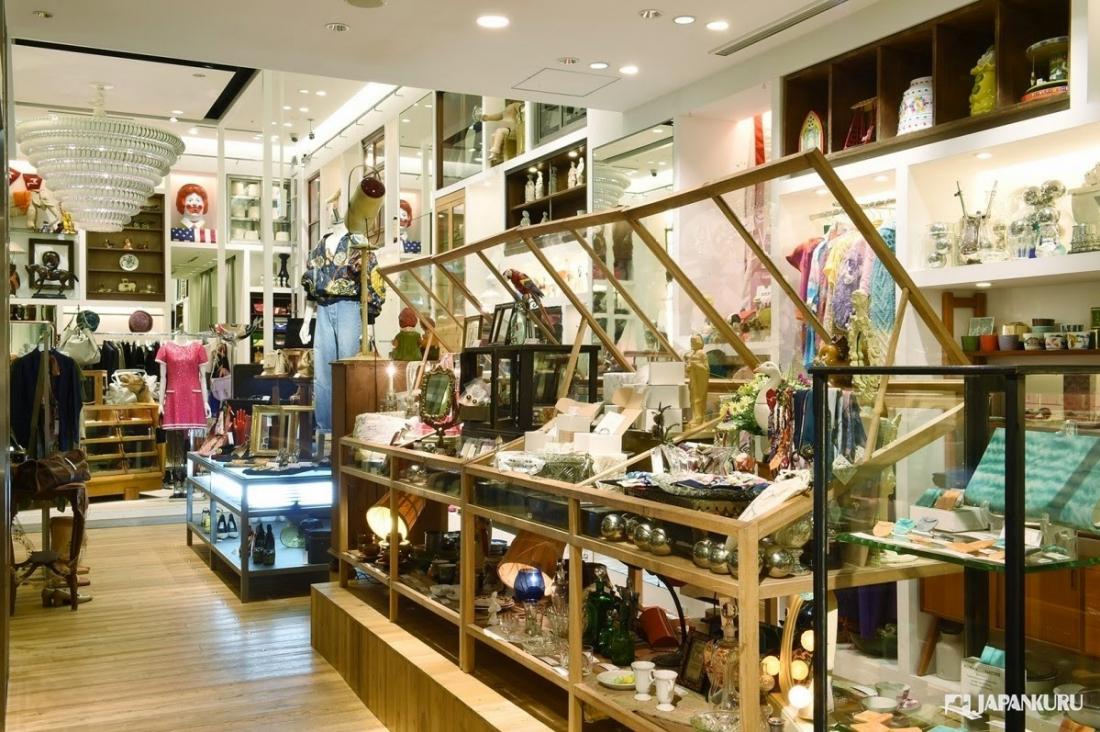 Une boutique d'antiquités à craquer!