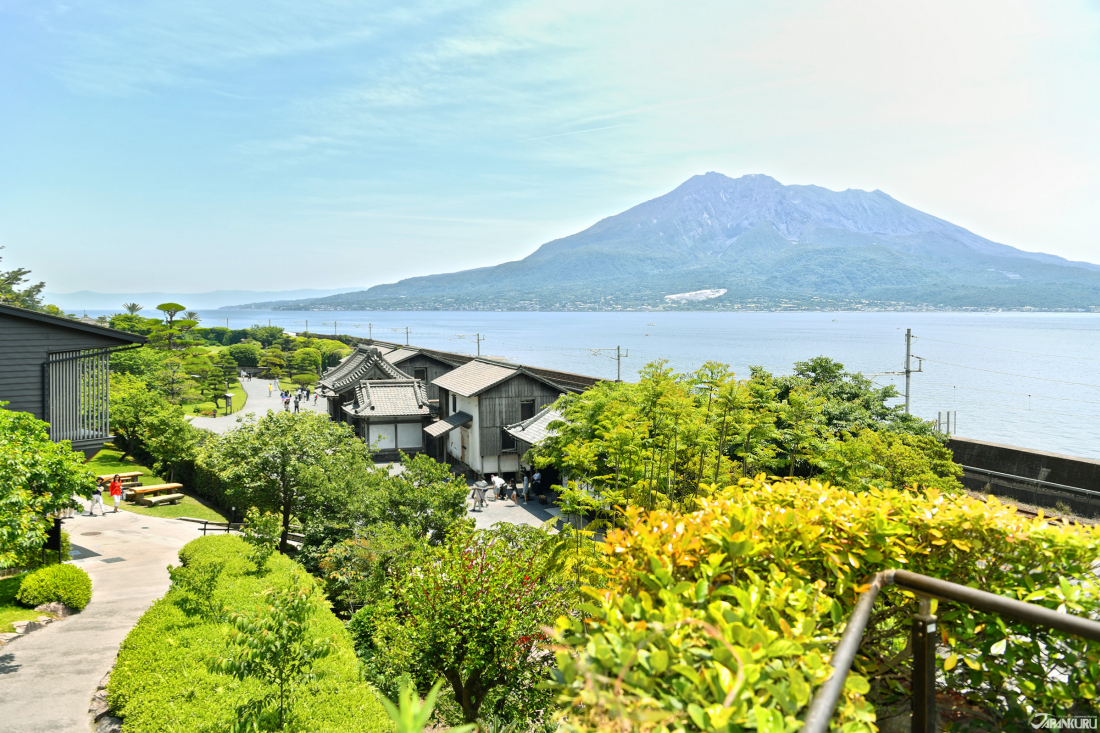 The Forever Gorgeous Sakurajima Behind the Just as Gorgeous Sengan-en