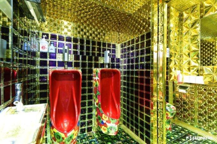 金光閃閃的廁所