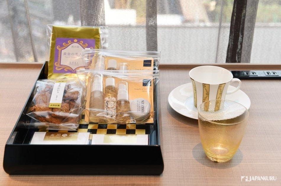 以「金箔工藝」聞名的「金澤」品牌與[HAKUZA]的聯名合作