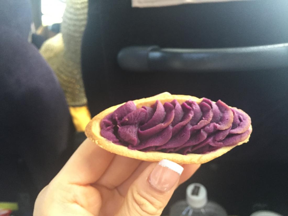 버스에서 나눠준 베니이모 타르트(맛있어요!)