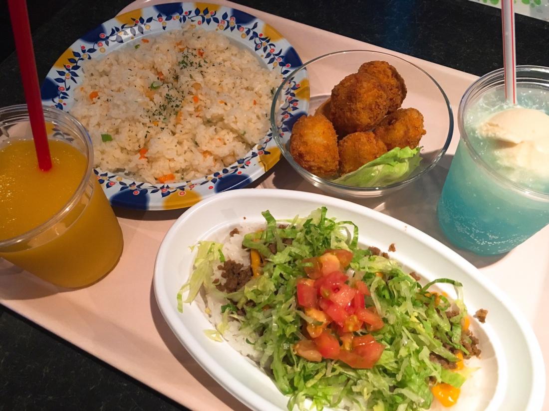 수족관에서의 점심식사(오키나와의 명물 '타코라이스')