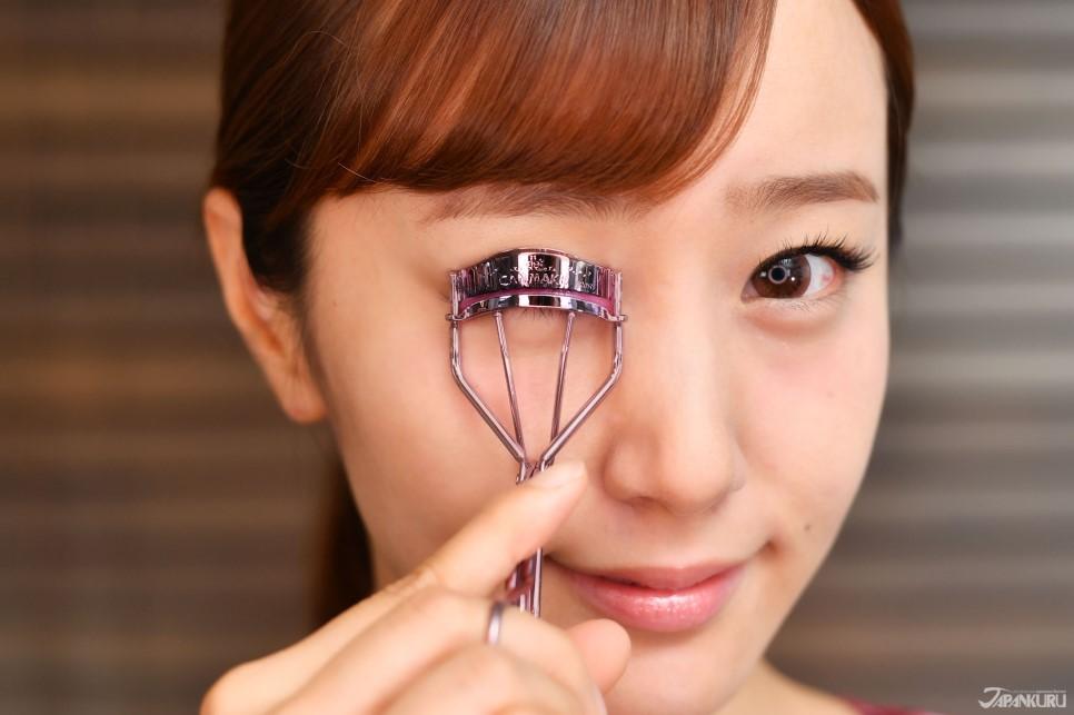 1. ใช้ที่ดัดขนตา
