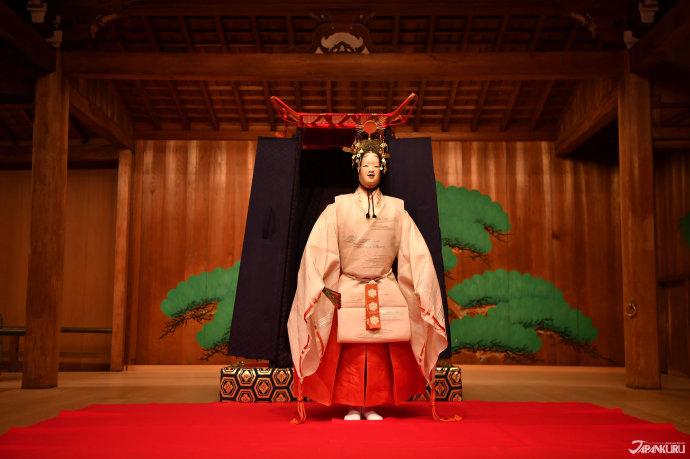 Stunning Noh Costumes (能装束)