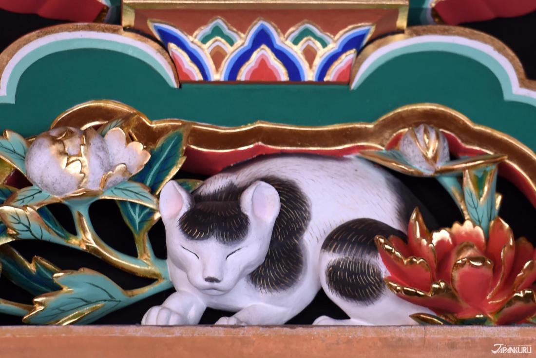 ③ 잠자는 고양이 (네무리 네코)가 있는 사카시타몬