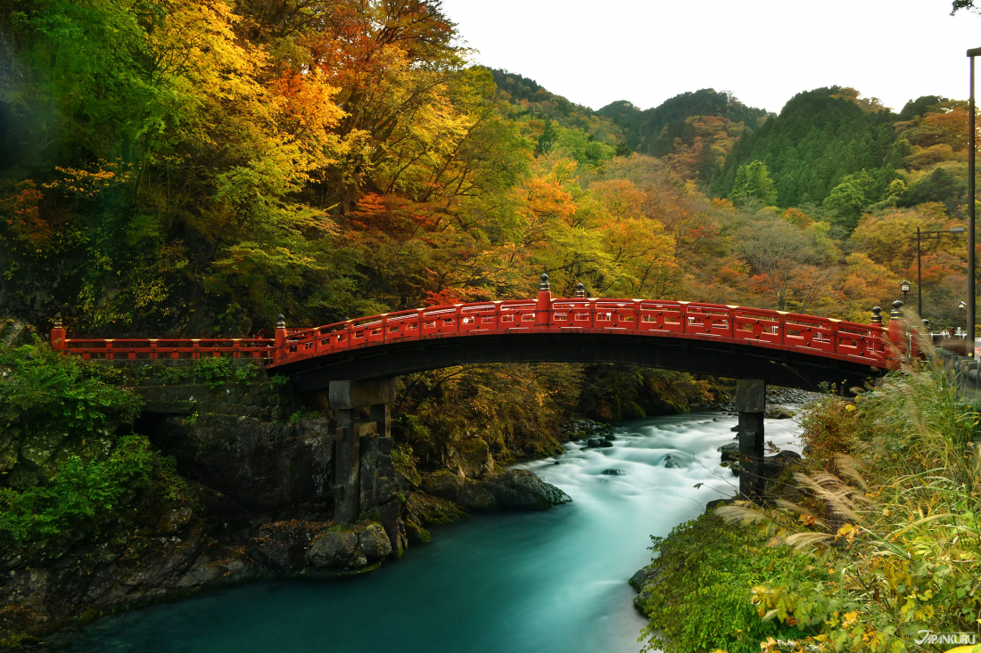 신쿄.  후타라산진자 입구에 위치한 목조다리로 세계유산 닛코의 신사와 사찰의 현관이라고도 불리워진답니다.