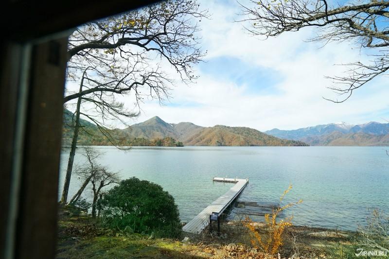 메이지 시대 중반부터 쇼와 시대 초기까지의 주젠지 호수 부근은 각국 대사관을 비롯한 많은 외국인들의 별장이 지어져 있었답니다.