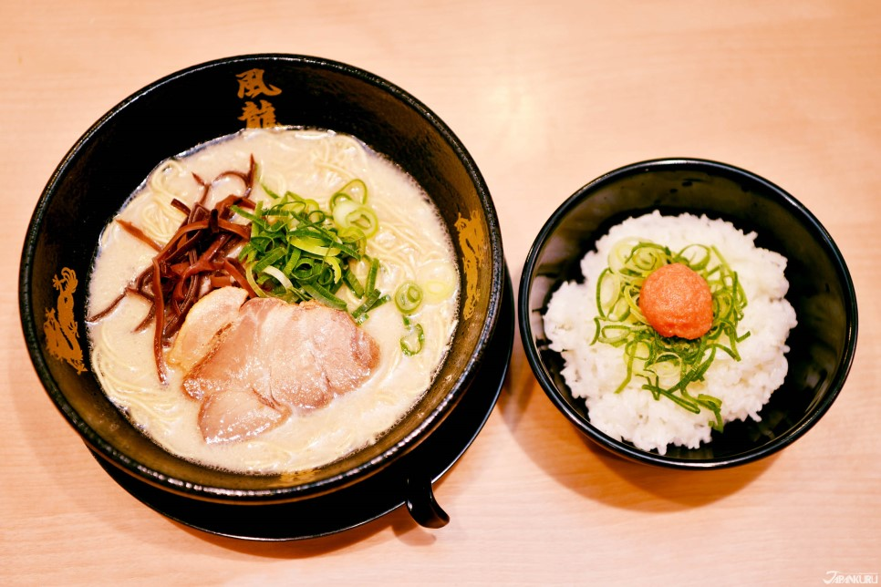 猪骨拉面套餐(附博多明太子盖饭)730日元