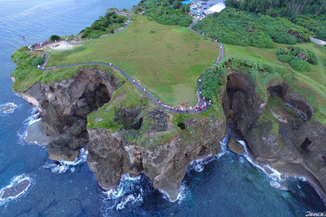 Situé près d'Onna-son cette falaise est selon les légendes un lieu historique