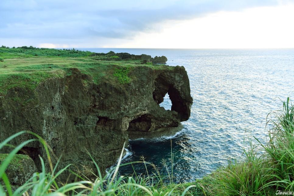 La falaise est réputée pour sa forme en trompe d'éléphant
