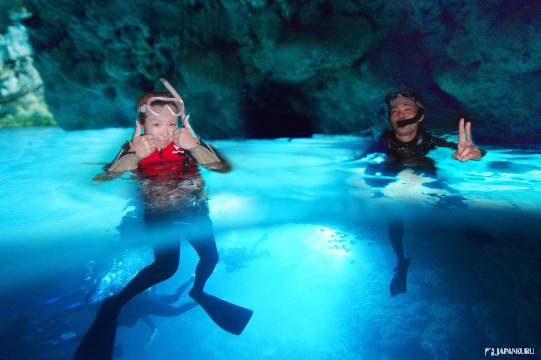 Les couleurs bleutées de cette grotte sont naturelles!