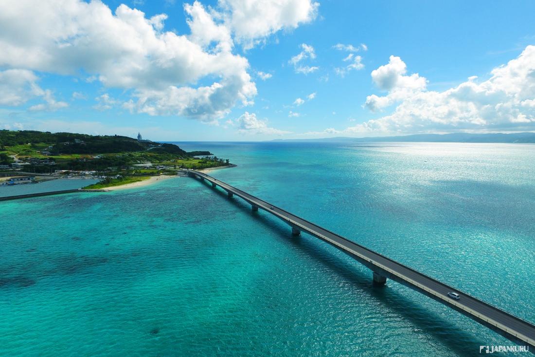 Vous pouvez rejoindre cette île en emprunter ce pont
