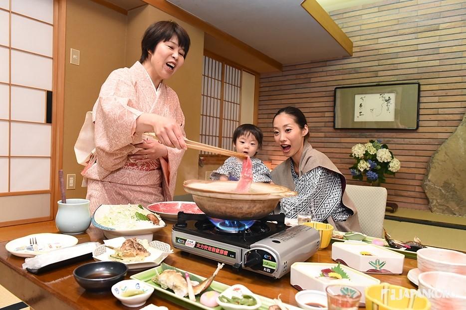 Repas copieux dans un Ryokan