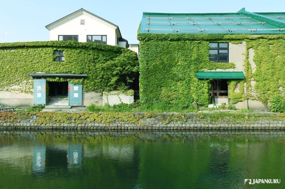 오타루 운하를 따라 지어진 창고건물