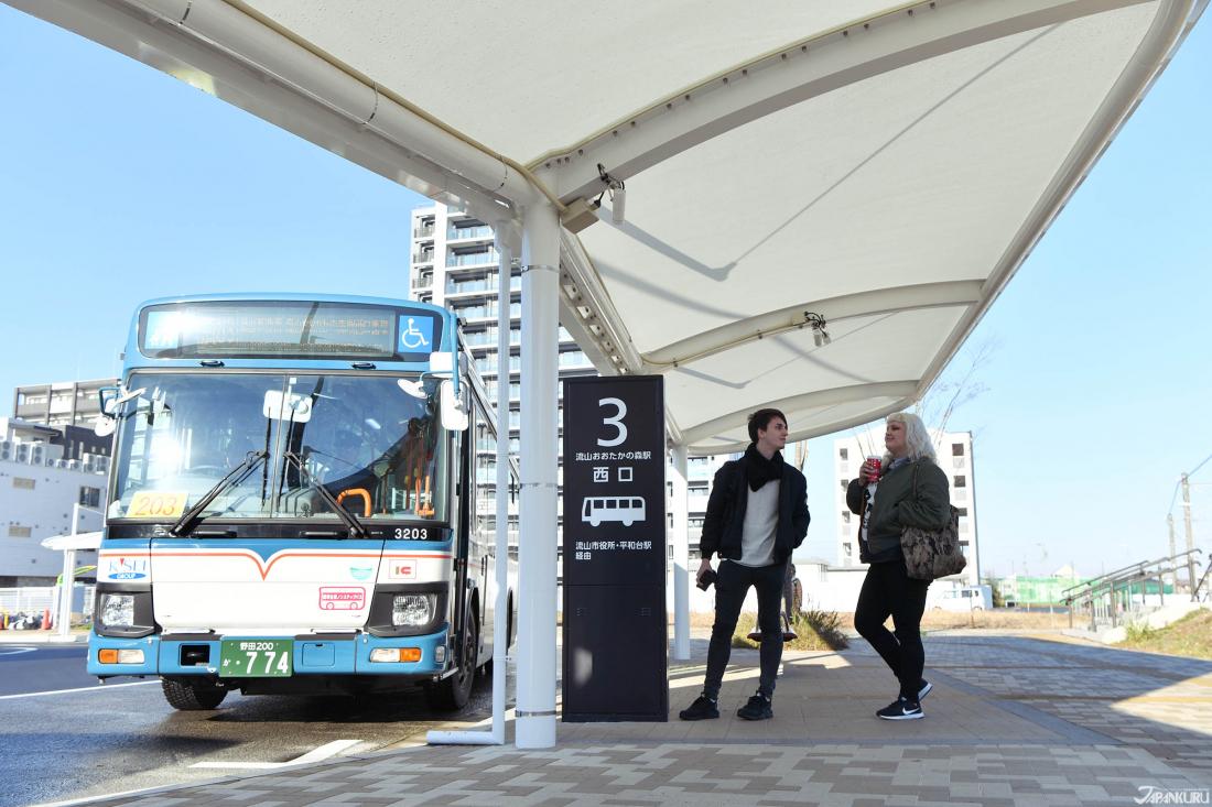 나가레야마 오오타카노모리역에서 버스를 타고 나가레야마역(流山駅)까지 이동해도 되고요~