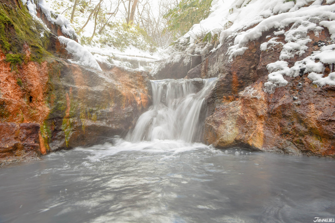 오유누마강 천연 족욕장 (大湯沼川の天然足湯)