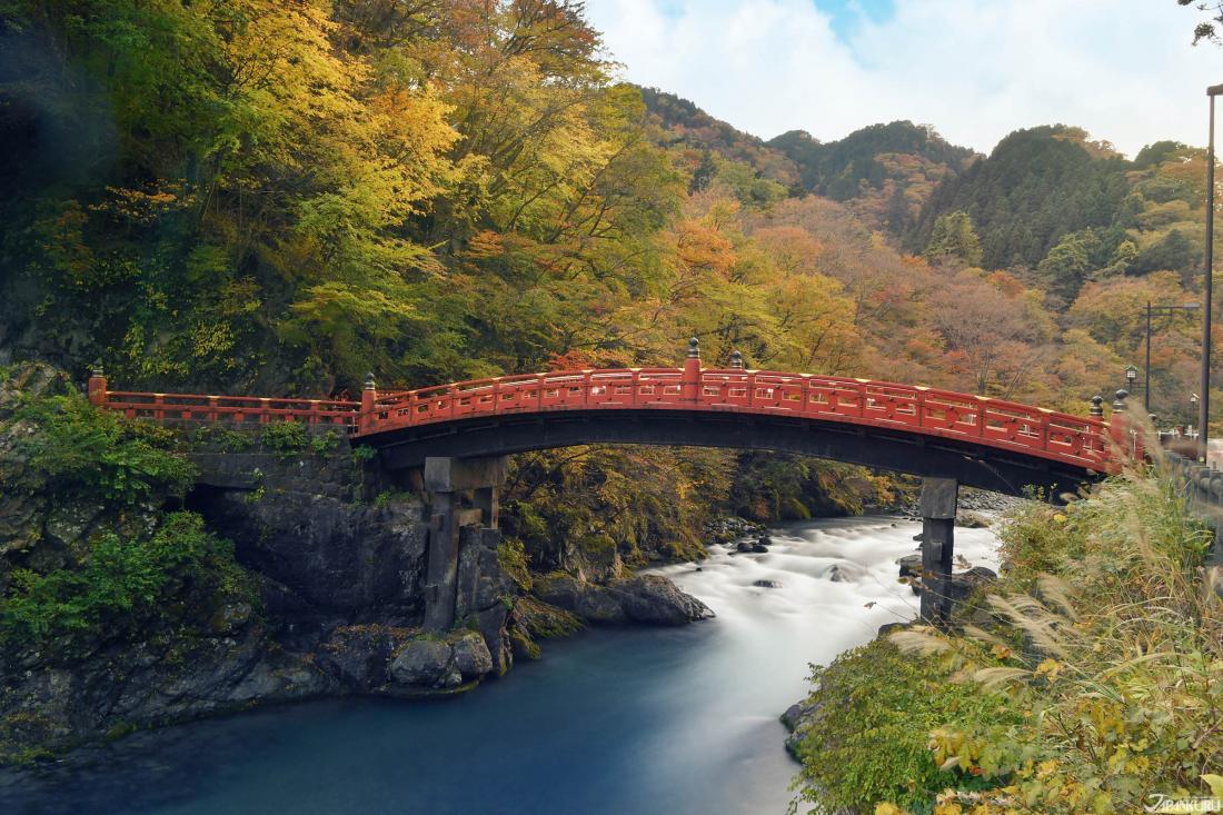 닛코의 현관이라 불리는 '신교(神橋)'