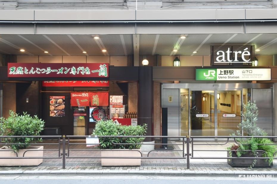 位於JR上野站山下口出站右手邊的一蘭拉麵