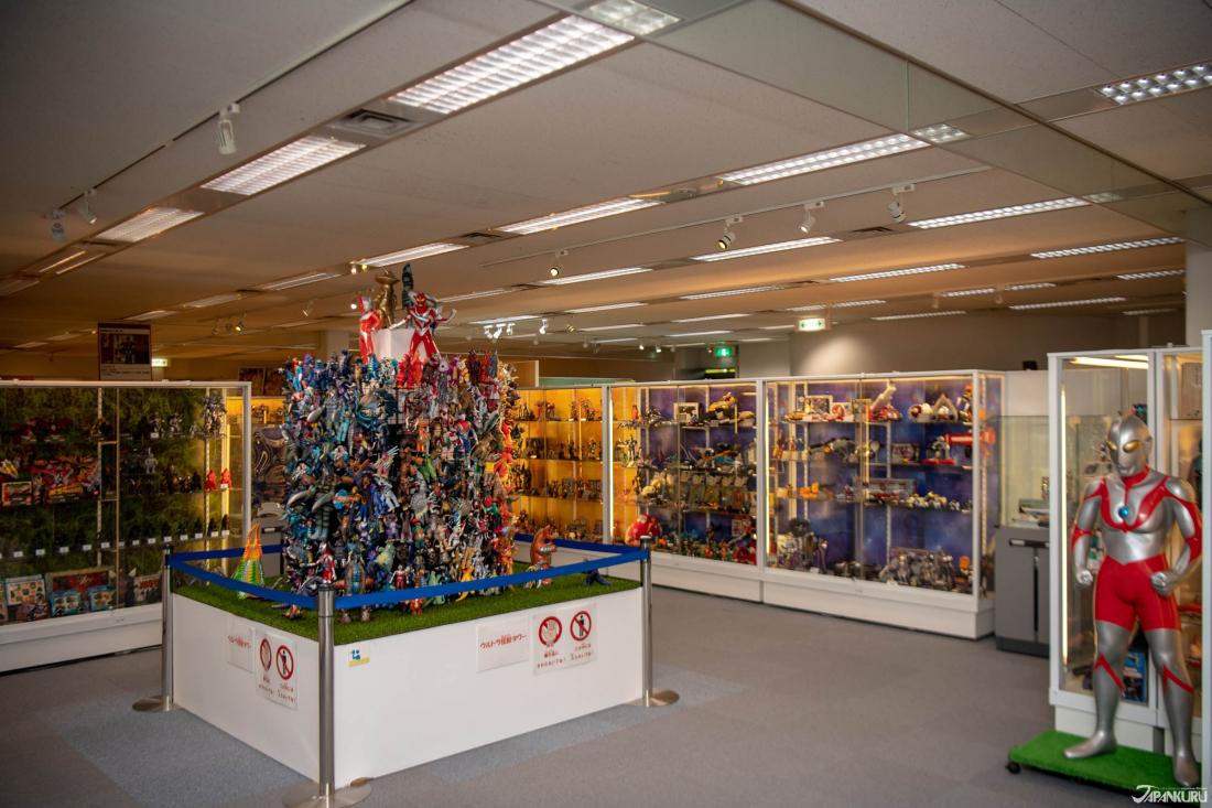 Ngoài Gundam, bạn có thể thấy các đồ chơi như One Piece, Dragon Ball, Kamen Rider và các đồ chơi anime cổ điển khác dưới Bandai.