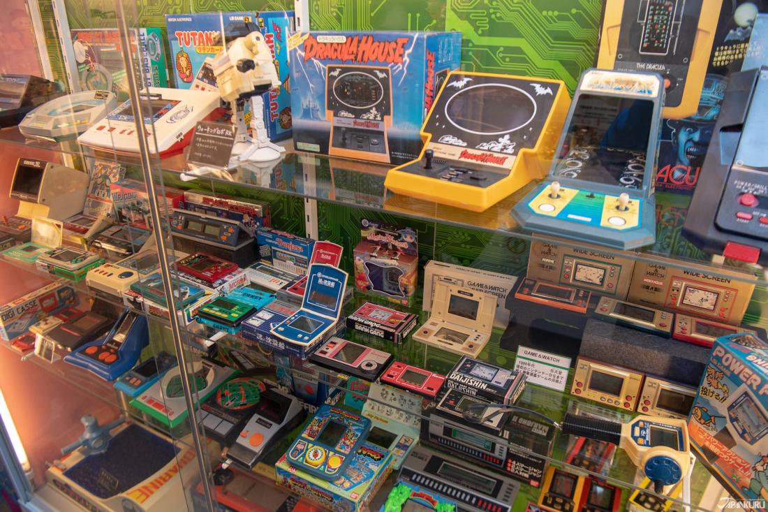 Ngoài đồ chơi Bandai còn có các trò chơi video!
