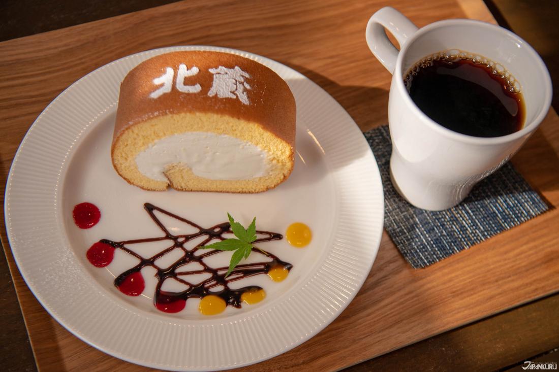Kitakura Roll (北蔵ロ) (450yen), đậm đặc, kem không quá ngọt và dòng chữ