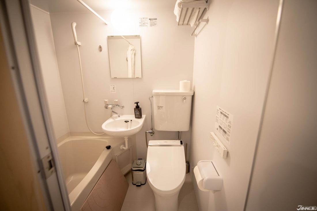 객실안에 있는 욕실겸 화장실